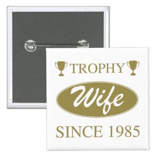Épouse de trophée depuis 1985 badge carré 5 cm