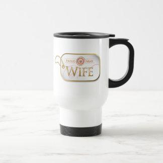 Épouse fière rose d'armée mug de voyage