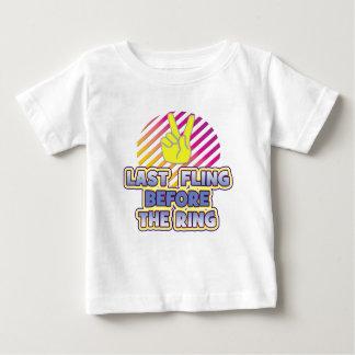 épouser de bachelorette de paix d'anneau de fling t-shirts