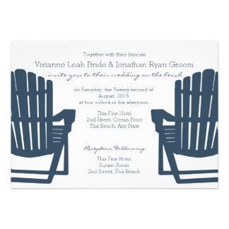 Épouser de chaises de plage de bleu marine invitation personnalisée