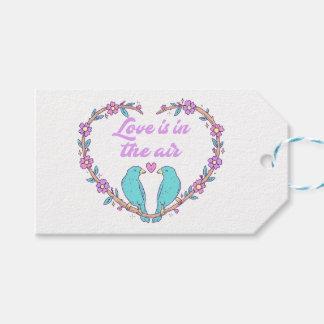 Épouser floral de perruches de coeur d'amour étiquettes-cadeau