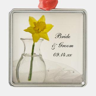 Épouser jaune de jonquille et de perles ornement carré argenté