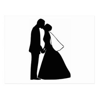 Épouser la silhouette de jeunes mariés de baiser carte postale