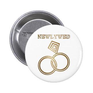 Épouser romantique d'anneaux d'or de nouveaux badges