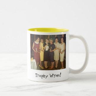 Épouses de trophée ! mug bicolore