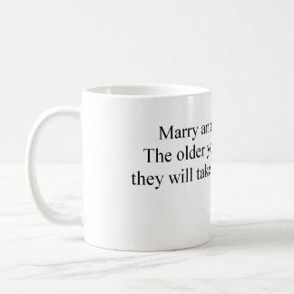 Épousez un archéologue mug