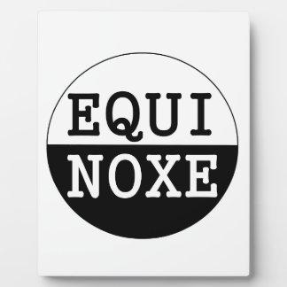 équinoxe noir et blanc plaque photo