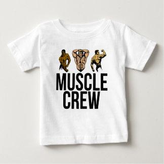 Équipage de muscle - frappez une pose - texte noir t-shirt pour bébé