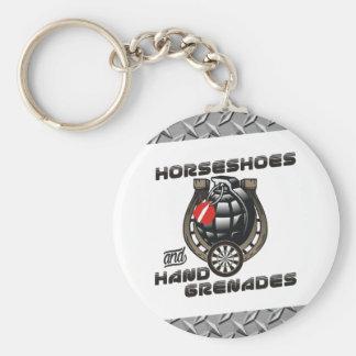 Équipe de dards de fers à cheval et de grenades à porte-clé rond