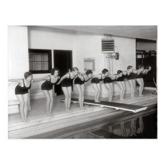 Équipe de natation de filles, 1930 carte postale