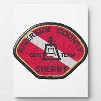 Équipe de piqué de shérif de rive photo sur plaque
