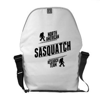 Équipe de recherche de Nord-américain Sasquatch Besaces