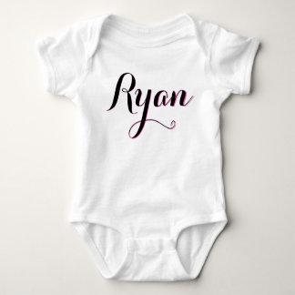 Équipement rose et blanc de Ryan de filles de bébé Body