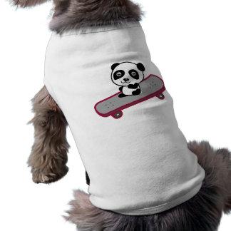 Équitation de panda sur la planche à roulettes t-shirt pour chien