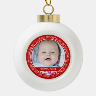 Ęr rouge d'ornement de Noël du bébé nommé fait sur Boule En Céramique