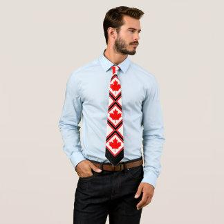 Érable canadien sur le blanc noir rouge cravate