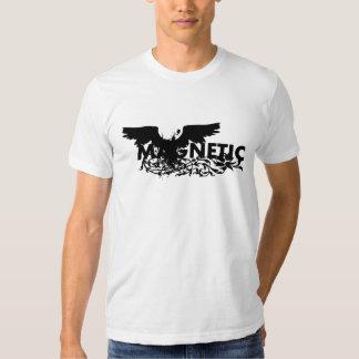 Erreur magnétique d'oiseau t-shirts