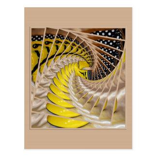Escalier en spirale de tranches de citron avec des cartes postales