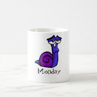 Escargot triste de lundi mug blanc