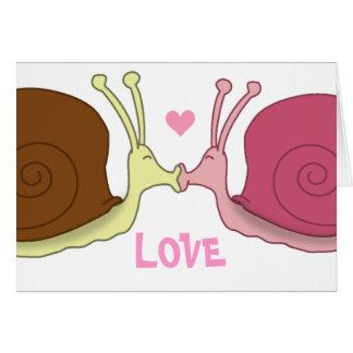 Escargots dans la carte de voeux d amour