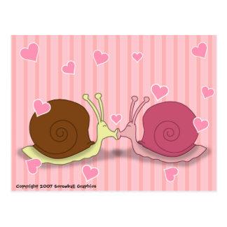 Escargots en carte postale d'amour