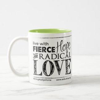 Espoir féroce et tasse radicale d'amour
