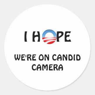 Espoir nous sommes sur la caméra invisible sticker rond