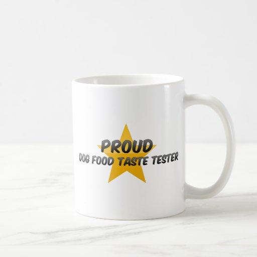 Essayeur fier de goût d'aliments pour chiens tasse