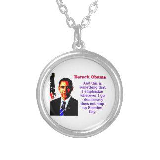 Et c'est quelque chose qui je souligne - Barack Ob Pendentif Rond