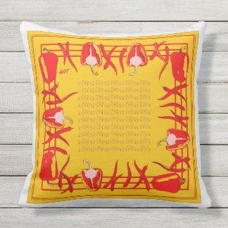 Et jaunes coussin conçu par poivrons rouges #2
