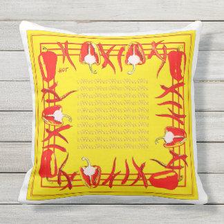 Et jaunes coussin conçu par poivrons rouges #3