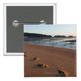Étapes dans les sables au lever de soleil badges