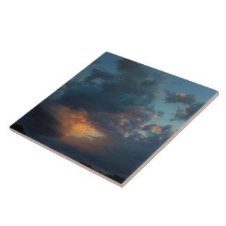 Été du nord 2016 de ciel et de nuages de lever de carreau