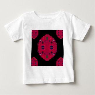 Ethno rouge sauvage de mandalas t-shirt pour bébé