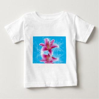 Étincelle rose de lis t-shirt pour bébé