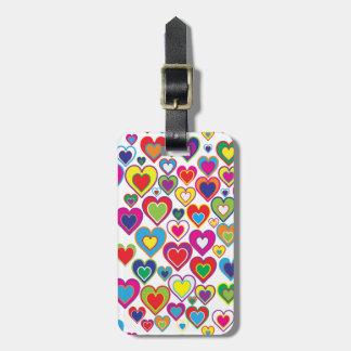 Étiquette À Bagage Coeurs dynamiques colorés d'arc-en-ciel dans le