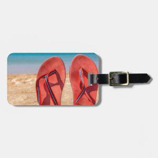 Étiquette À Bagage Deux pantoufles rouges droites en sable de