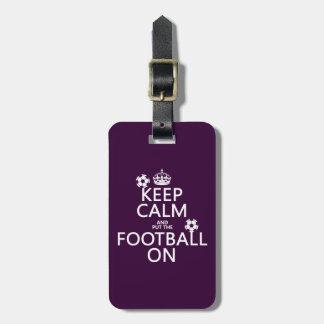 Étiquette À Bagage Gardez le calme et le football (mis) sur