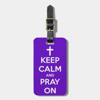 Étiquette À Bagage Gardez le calme et priez sur le pourpre