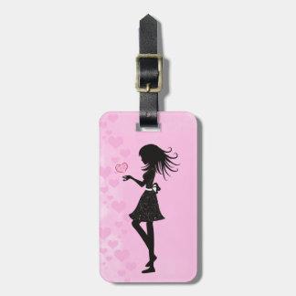 Étiquette À Bagage Jolie fille de silhouette avec des coeurs rose et