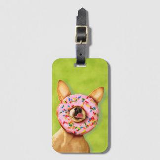 Étiquette À Bagage Le chien drôle de chiwawa avec arrosent le beignet