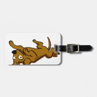 Étiquette À Bagage Le chien heureux de bande dessinée se couche