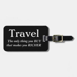 Étiquette À Bagage Le voyage vous rend plus riches