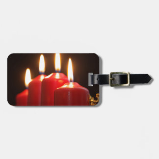Étiquette À Bagage Les bougies rouges d'un avènement tressent avec