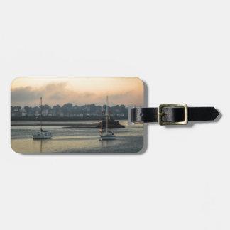 Étiquette À Bagage Lever de soleil et bateaux