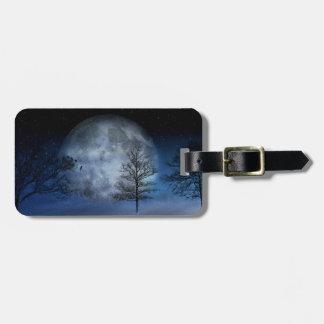 Étiquette À Bagage Pleine lune parmi les cimes d'arbre