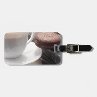 Étiquette À Bagage Tasse blanche de chocolat chaud et de biscuits