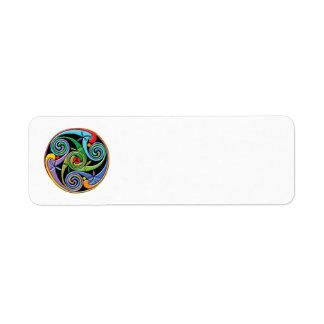 Étiquette Beau mandala celtique avec des remous colorés