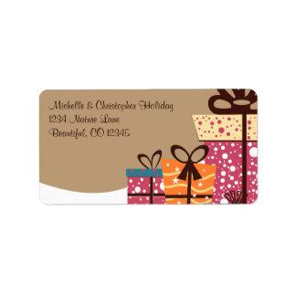 Étiquette Cadeaux colorés dans l'adresse d'hiver de neige