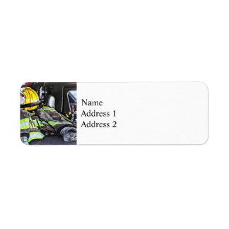 Étiquette Casque jaune du feu dans le camion de pompiers